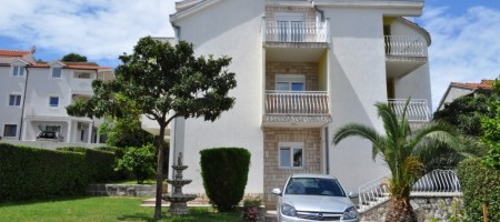 Residential/apartment house for sale only 2 km fromTrogir.