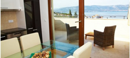 TROGIR, LUXURY TWO BEDROOM APARTMENT 150 M FROM THE BEACH
