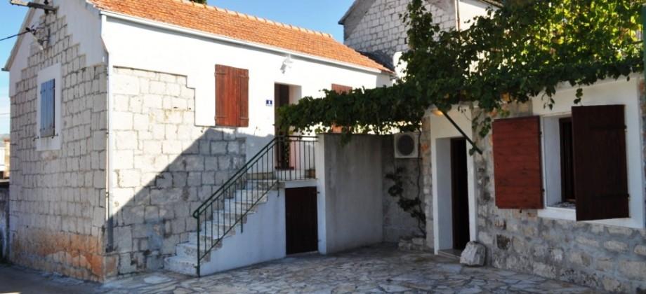 Charming stone house in center of village Okrug Gornji on Island Ciovo