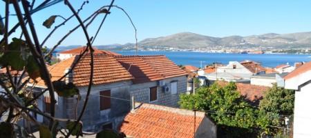 Reduced price! Stone house in center of Okrug Gornji