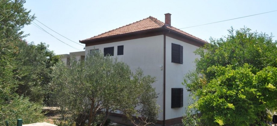Trogir, Seget, EXEPTIONAL OFFER! House for sale with possibility to make a commercial space