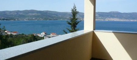 Slatine, apartment house with beautiful sea view.