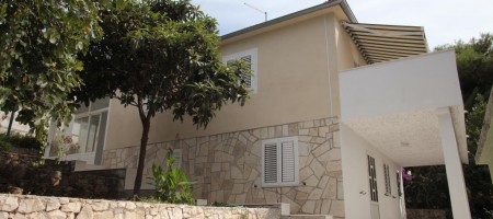 Reduced price! House for sale, 70 m from the sea