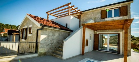 Newly build vila in dalmatian style with pool
