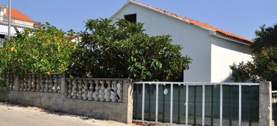 Reduced price of individual house with garden!