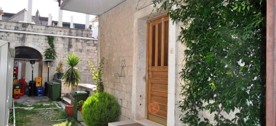 Trogir, excellent business – residential location