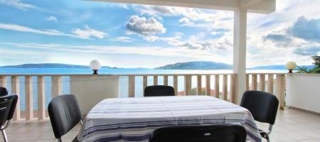 Apartment house with marvelous sea view, 60 m from the beach