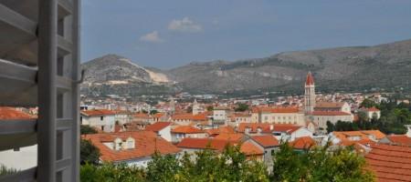 Charming cottage near center of Trogir