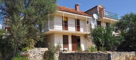 Semi – detached house on large land plot in Seget Vranjica