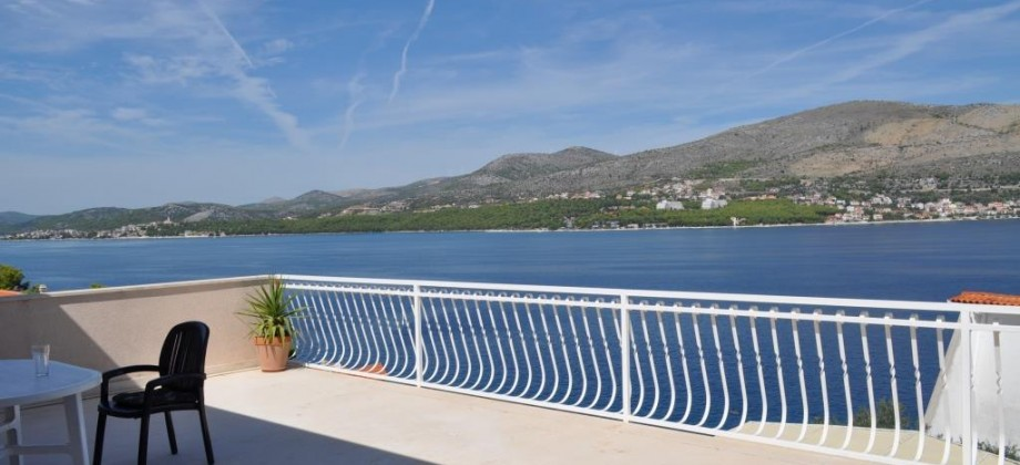 Exclusive! House with 3 apartments, 70 m from the sea, fantastic view!