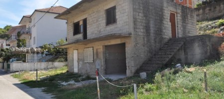 Trogir, unfinished house for sale near center