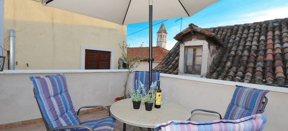 Trogir, newly renovated apartment in the center of the city