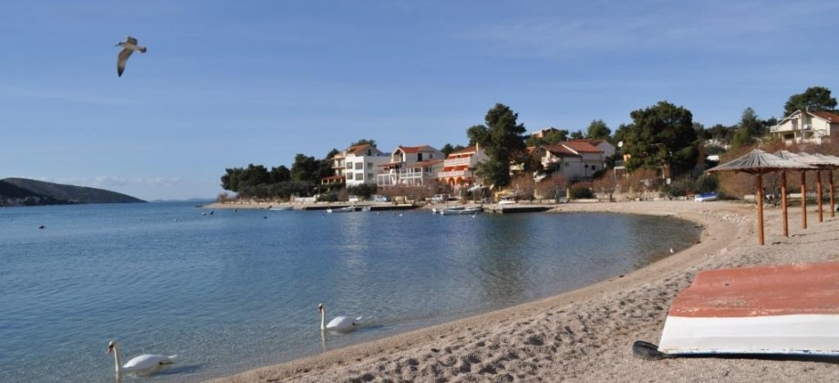 Two bedroom apartment with garden 1st line to the sea
