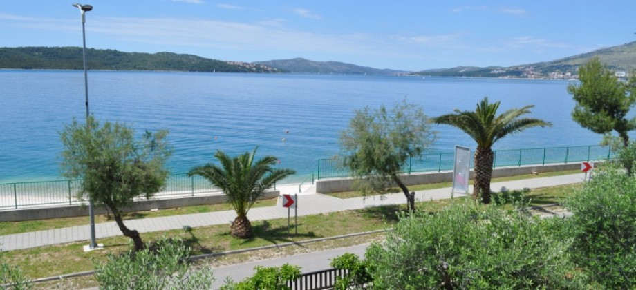 Exclusive offer-Seafront house for sale, next to 'Copacabana' beach in Okrug Gornji