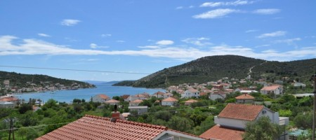 Vinišće, Marina for sale is detached apartment house with a beautiful sea view!
