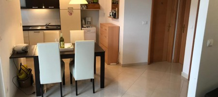 One bedroom apartment with garage close to beach