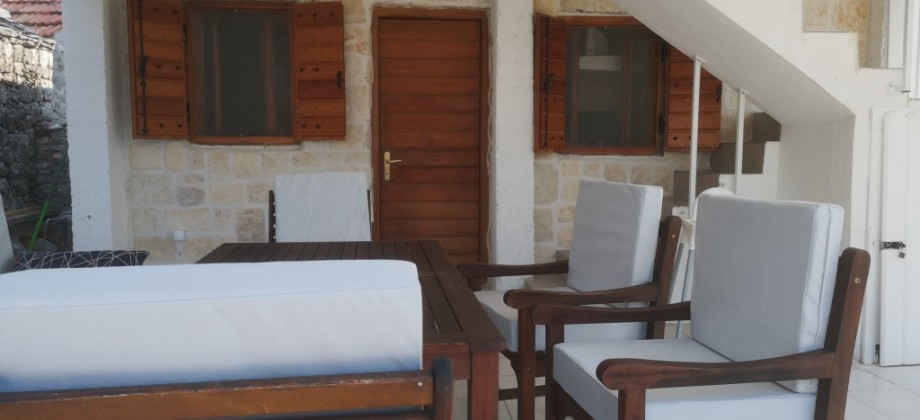 Island Drvenik Mali, charming house with garden