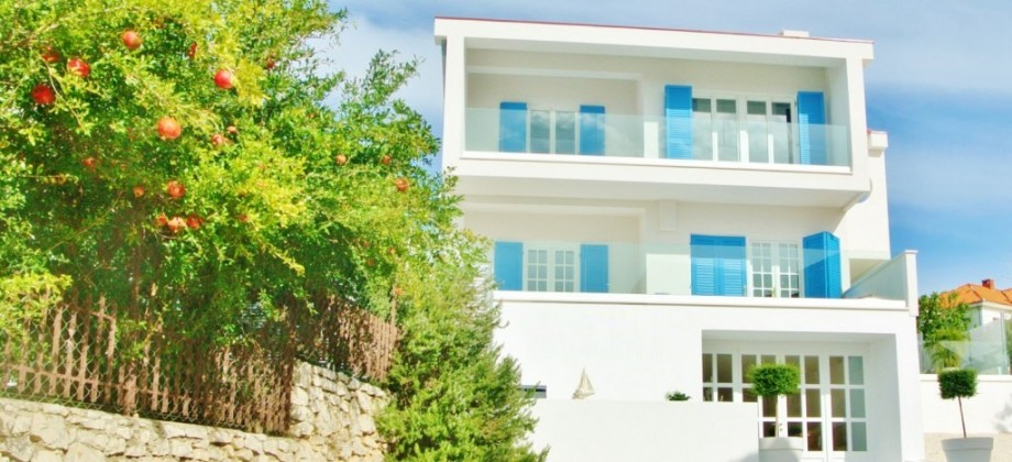 Exceptional  Villa with unobstructed sea view
