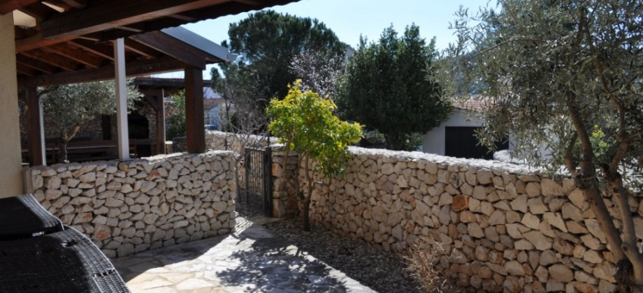 Apartment with garden, 150 m from the beach