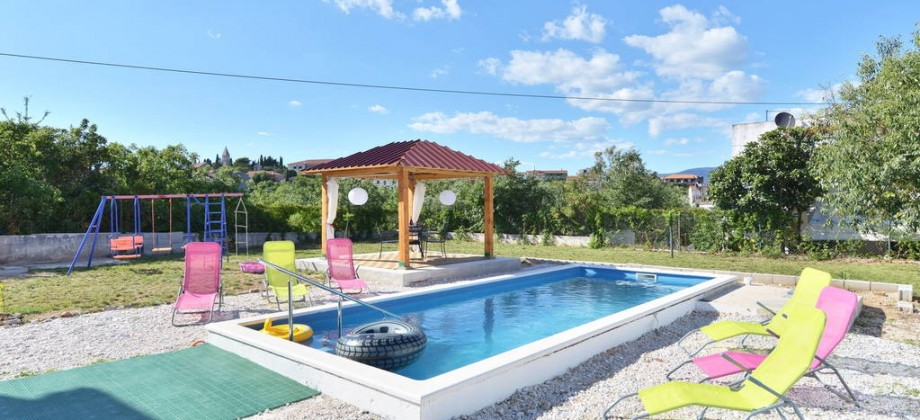 Individual house with swimming pool for sale