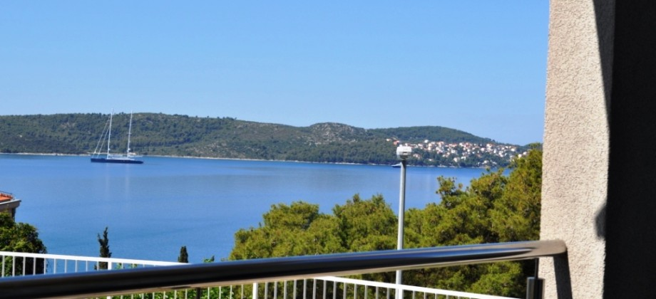 Trogir, near downtown. Two bedroom apartment with sea view