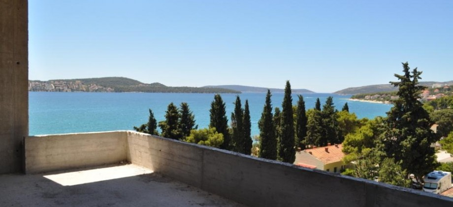 THREE BEDROOM PENTHOUSE WITH OPEN SEA VIEW!