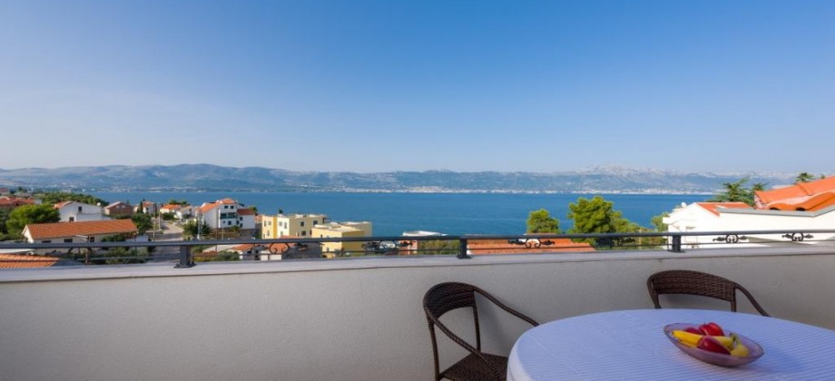 The island of Čiovo, Slatine, two-bedroom apartments 120 meters from the sea