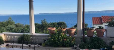 Okrug Gornji, charming house overlooking the sea