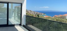 Okrug Gornji, spacious three-bedroom apartment with sea view for sale